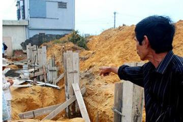 Thời sự trong ngày: Ra suối nhặt đá, được cả thùng vàng