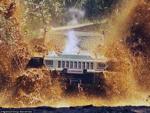 Ngắm siêu xe bọc thép 'không thể ngăn cản' phô diễn sức mạnh