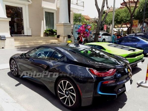 Cặp siêu xe 1 triệu USD của bạn trai hotgirl Midu