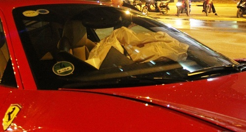 Túi khí bên trong xe bị bung ra