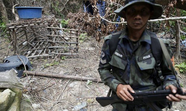 Malaysia phát hiện thêm nhiều mộ tập thể 'nạn nhân buôn người'