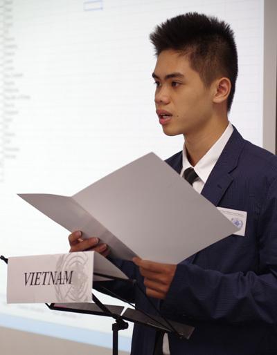 Người trẻ 20 tuổi làm gì trong phòng họp Liên Hợp Quốc?