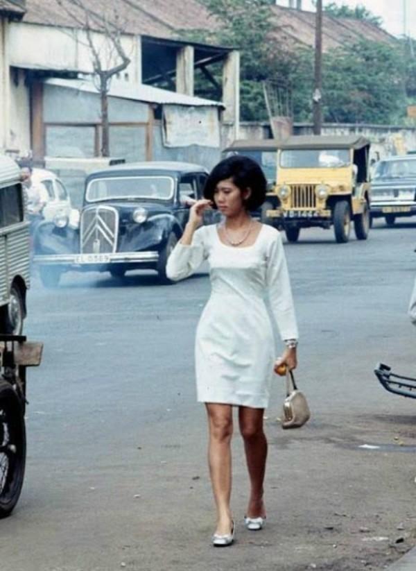 Các quý cô Sài Gòn xưa 'mặc xa hoa, chơi thời thượng'