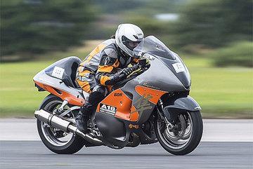 Xem phụ nữ lái xe máy nhanh nhất thế giới