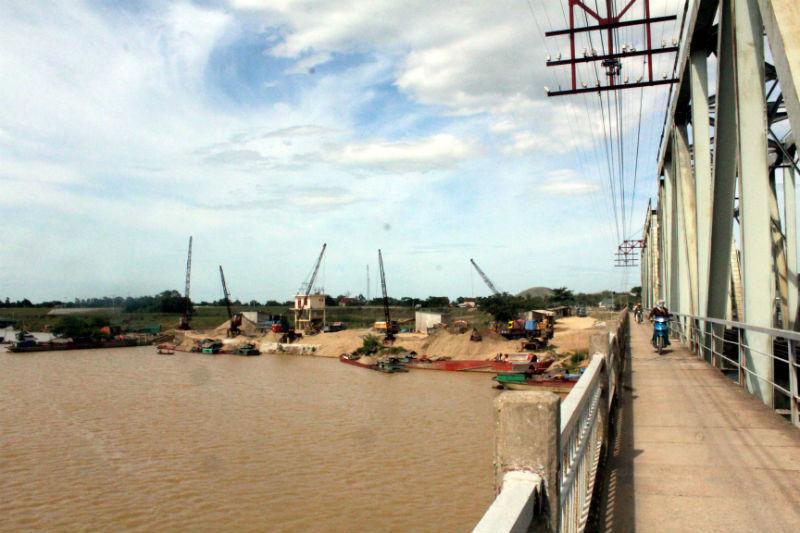 Bãi cát 'chui', sông Lam, trái phép