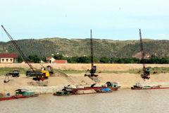 Bãi cát 'chui' lộng hành, chính quyền bất lực