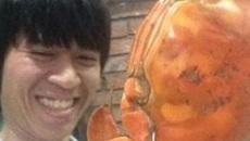 QTV đăng ảnh và status hài hước đáp trả sự chế giễu từ anti fan