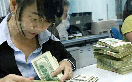 Vàng mất giá 700 ngàn, USD tăng giá toàn cầu