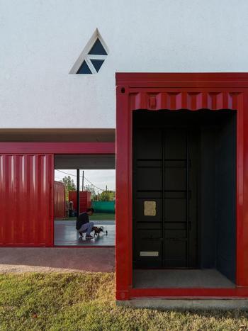 ngôi nhà tái chế từ container, nhà đẹp, nội thất, nhà kính trong suốt, nhà thiết kế hình chữ L