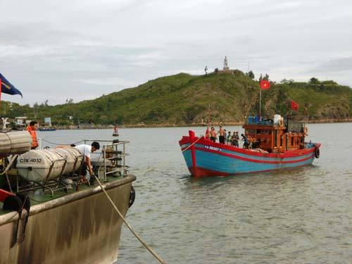 Lý Sơn, ngư dân, bị nạn, cảnh sát biển, cứu hộ