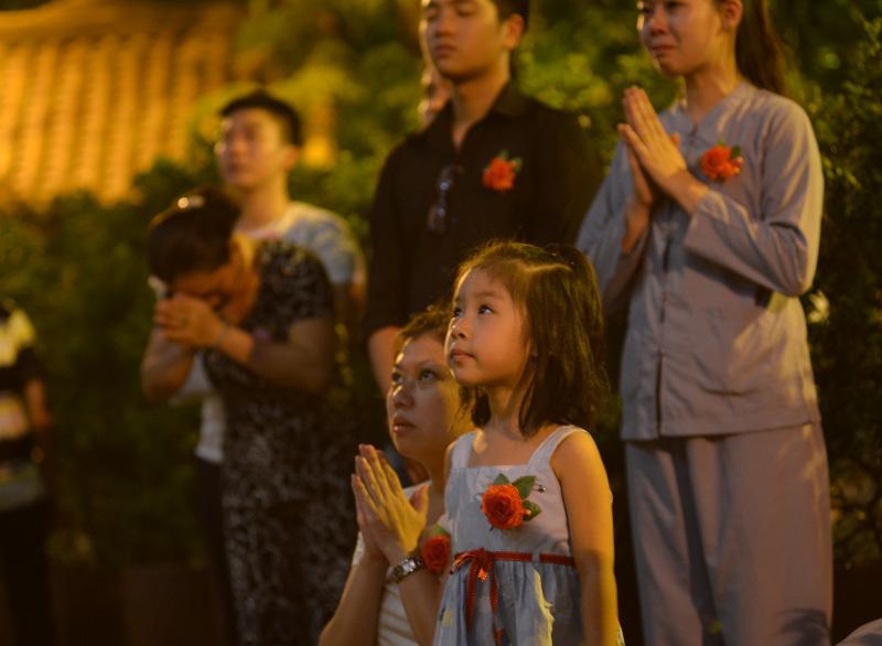 Những hình ảnh xúc động trong ngày lễ Vu Lan