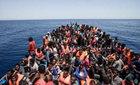 Hai thuyền chở 500 người chìm ngoài khơi Libya