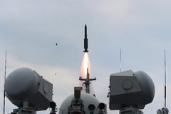 Xem lính Trung Quốc tập bắn đạn thật trên biển Hoa Đông