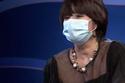 """MC Diễm Quỳnh đeo khẩu trang sau khi """"đại phẫu thẩm mỹ"""""""