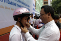 Gần 1.400 mũ bảo hiểm cho học sinh tỉnh Hòa Bình