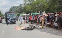 Đâm xe máy ngã ra đường, cô gái trẻ bị xe ben cán tử vong