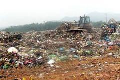 Nhân viên bãi rác nhặt được ví đầy vàng
