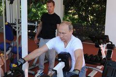 Xem Putin, Medvedev cùng nhau tập thể hình