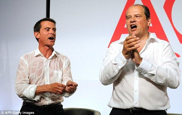 Bị chất vấn, Thủ tướng Pháp vã mồ hôi ướt sũng
