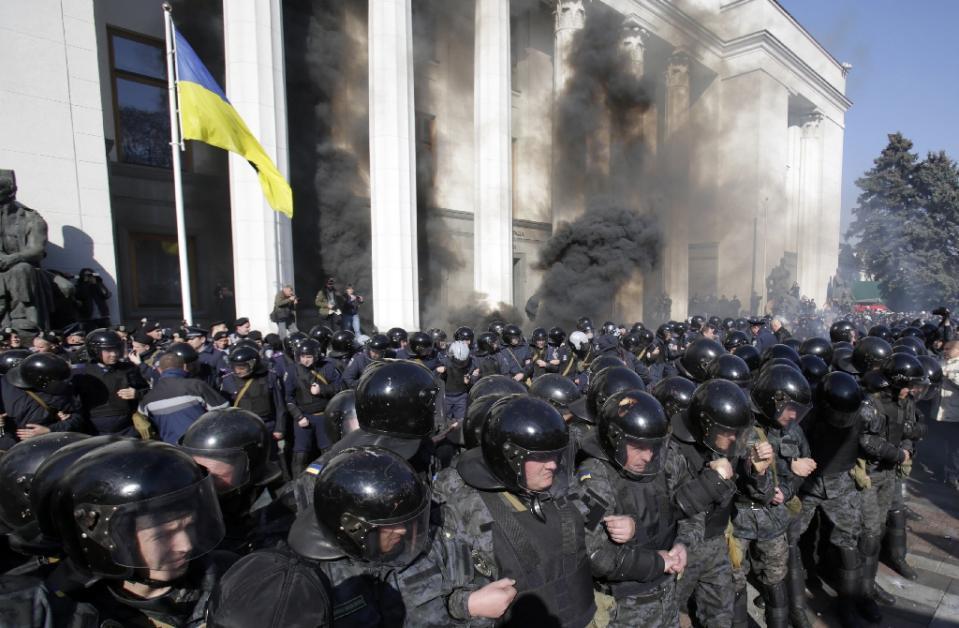 Ukraina, bạo động, quốc hội, hiến pháp