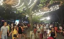 Hà Nội: Đổ xô ra Bờ Hồ đón Quốc khánh sớm