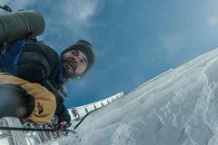 Diễn viên Hollywood trầy da tróc vẩy vì 'Everest'