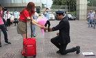 Clip cầu hôn cực lãng mạn của ông trùm hoa hậu với cô tiếp viên hàng không