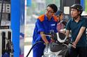 Giá xăng giảm sâu, 1.200 đồng/lít từ 15h