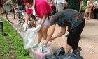 Đường phố Hà Nội ngập rác sau đêm bắn pháo hoa
