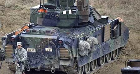 Mỹ đổi màu xe tăng vì e ngại Nga?