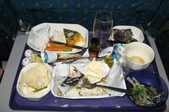 Bàn ăn trên máy bay: Cực bẩn