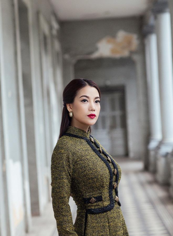 Trương Ngọc Ánh đẹp lạ trong áo dài cách tân
