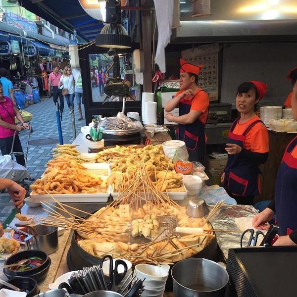 Bánh gạo cay Tteokbokki, chả cá Oden, bánh rán Hotteok, Hàn Quốc,