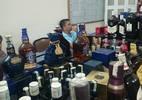 Hà Nội: Đôi vợ chồng làm giả hàng trăm chai Chivas 12