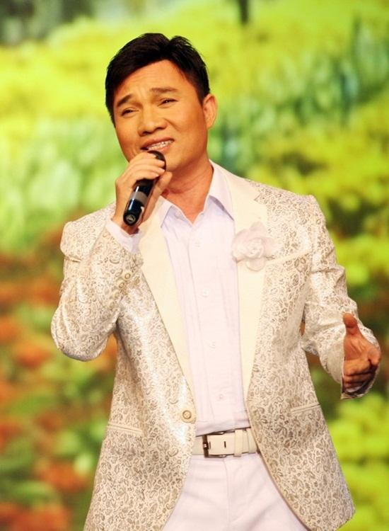 Quang Linh hát một bài mua được 4 căn nhà mặt tiền