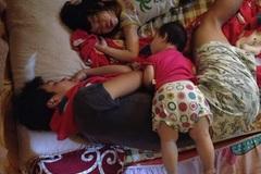 """Cười """"rách"""" miệng cách trông con ngủ của ông bố Việt"""