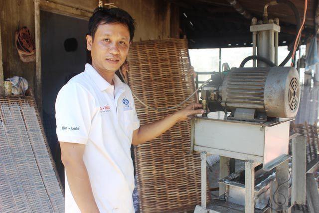 Thợ vườn chế máy làm bún điều khiển bằng 'mắt thần'
