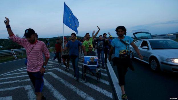 Đức, Áo mở cửa, Hungary cứng rắn với dân tị nạn