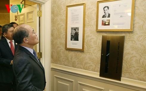 Chủ tịch QH thăm nơi Bác Hồ từng sống và làm việc ở Boston