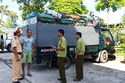Vận chuyển 3,6 tấn xương động vật hôi thối trên xe tải