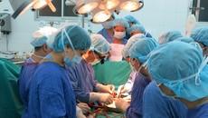 Chuyển tạng từ TP.HCM ra Hà Nội cứu sống 2 người