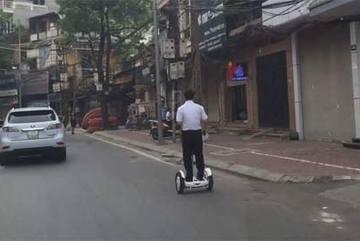 Xe lạ xuất hiện trên phố Hà Nội