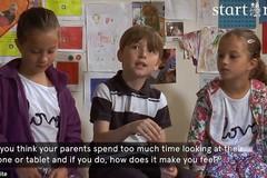 Video trẻ chia sẻ về việc bố mẹ dùng các thiết bị công nghệ gây sốc