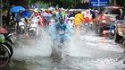 Hà Nội ngập sâu, ùn tắc khắp nơi sau mưa lớn