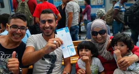 Niềm hân hoan trên đất Âu của người tị nạn