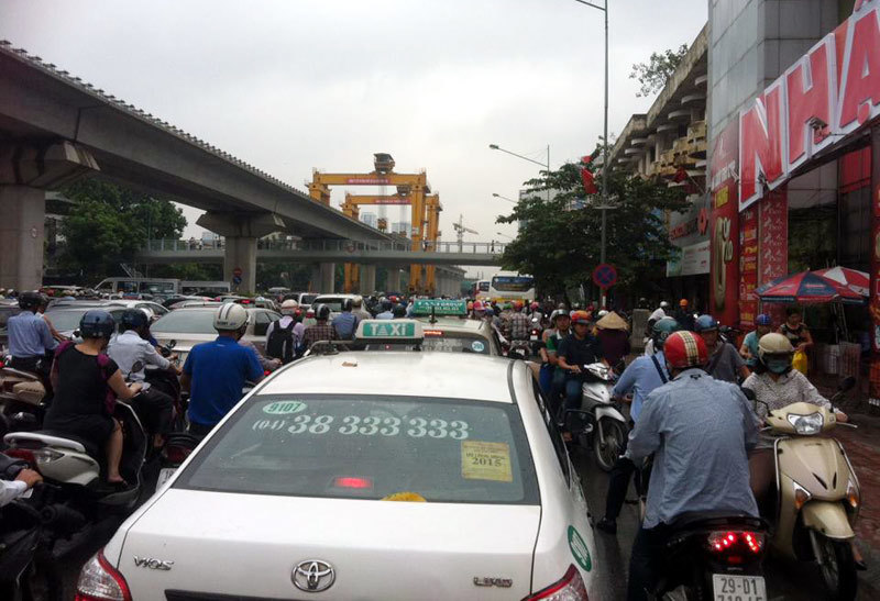 Hà Nội: Tắc dài hàng cây số trên đường Nguyễn Trãi