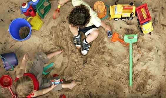 Bé 5 tuổi 'đào đường hầm' trốn khỏi trường mầm non
