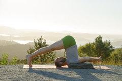 8 bài tập yoga giúp bạn ngủ ngon, giảm căng thẳng