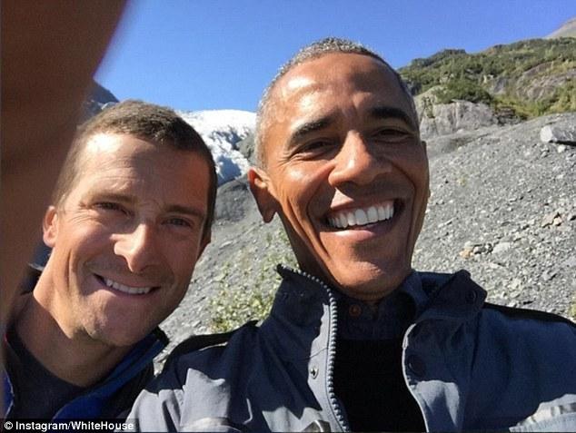 Obama ăn ngon lành thức ăn thừa của gấu