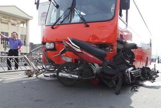 Thời sự trong ngày: Tai nạn, khách bị hất văng khỏi cầu